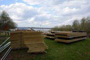 Flytbryggan ligger redan och väntar vid Tormestorps båthamn. Foto: Berit Önell