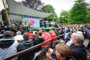 Almedalsveckan i Visby har utvecklats till Sveriges största politiksa mötesplats. Förra året talade bland andra den blivande statsministern Stefan Lövén. Foto: Marcus Johnson, Leanderfotograf