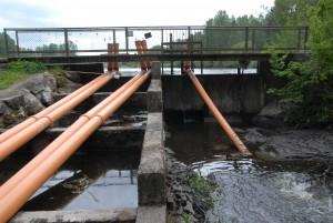 Vinslövssjöns dammluckor har stängts och tömningen av sjön pausats. Foto: Urban Önell