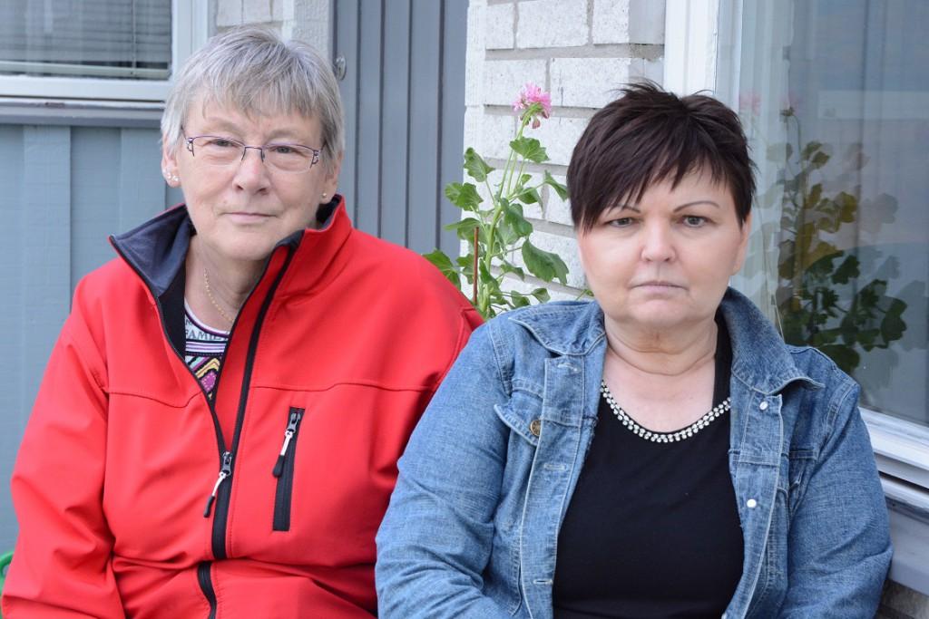 Barbro Göransson, till vänster, och Tina Svensson omplacerades till sjukskrivning och vantrivsel. Foto: Berit Önell