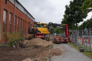 Däckiabyggnaden längs Kristianstadsvägen är förorenad och måste rivas etappvis efter att provtagningar gjorts på byggmaterialet. Foto: Urban Önell