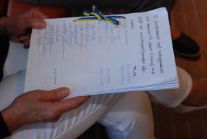 Protestlistorna bestod av 32 sidor med totalt 655 namn för musikpaviljongens bevarande.