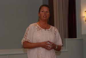 Kommunens IT-strateg Ann Andersson informerade om fiber i Hörja. Foto: Urban Önell