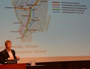 Henrik Andersson, strategikonsult från Sweco, visade olika tänkbara sträckningar för höghastighetsjärnvägen.