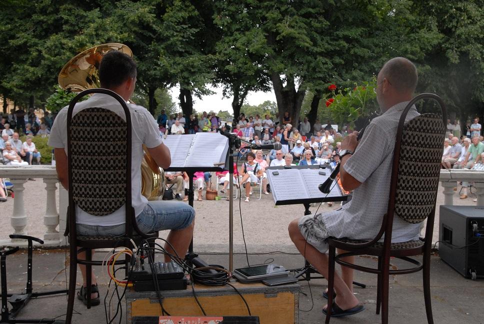 Protestkonserten i musikpaviljongen lockade en stor publik.. Foto: Urban Önell