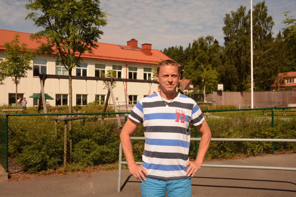 Peter Johansson är en av föräldrarna som protesterar mot förslaget att flytta fritids från Hörja till Röke. Foto: Berit Önell