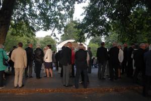 Cirka 300 personer samlades i Officersparken för att höra musik och se musiker i den stil som rådde på regementena när musikpaviljongen byggdes för 100 år sedan.