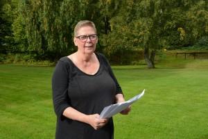 Christina Bonde tog initiativ till namninsamlingen mot den ändrade trafiksituationen vid torget i Tyringe. Foto: Berit Önell