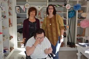Ekelidens butik med konsthantverk och second hand utökar i nästa vecka sina öppettider, stående från vänster Kristina Svensson och Lotta Nilsson, sittande Anette Öhman.