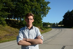 Henrik Nordell tycker att hjortarna kunde få vara kvar i skogen på garnisonsområdet. Foto: Berit Önell