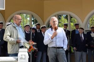 Arrangörerna Leif Henningsson, till vänster, och Evert Storm uppmanade till fortsatt kamp för paviljongen och parken och bjöd in till nästa konsert.