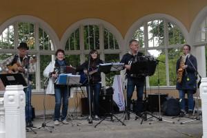 Tyresvingens husband spelade i musikpaviljongen på söndagen.