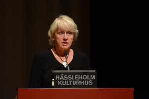 Karin Axelsson avvek från Moderaternas partilinje och röstade för att Mariagården skulle köpas in och bli boende för ensamkommande flyktingbarn.