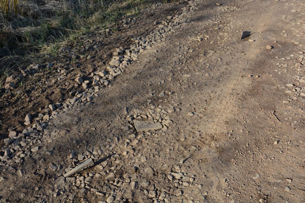 En del av de järnvägsmassor som inte hamnat vid reningsverket ska ha använts för att förstärka vägar. Men mycket är fortfarande oklart om vart massorna från spårbytet på Skånebanan 20112 tog vägen. Foto: Berit Önell
