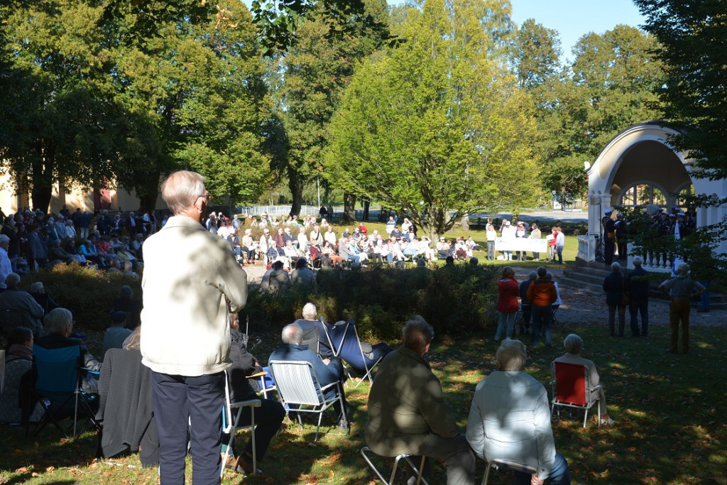 Cirka 500 personer fanns i publiken i Officersparken. Foto: Berit Önell