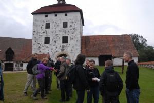 Glada och förväntansfulla vandrare samlas vid Hovdala inför årets vandringsfestival.