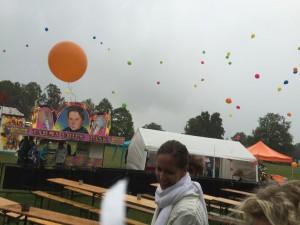 Ett Vinslöv för alla symboliserades av massor av ballonger som släpptes samtidigt.