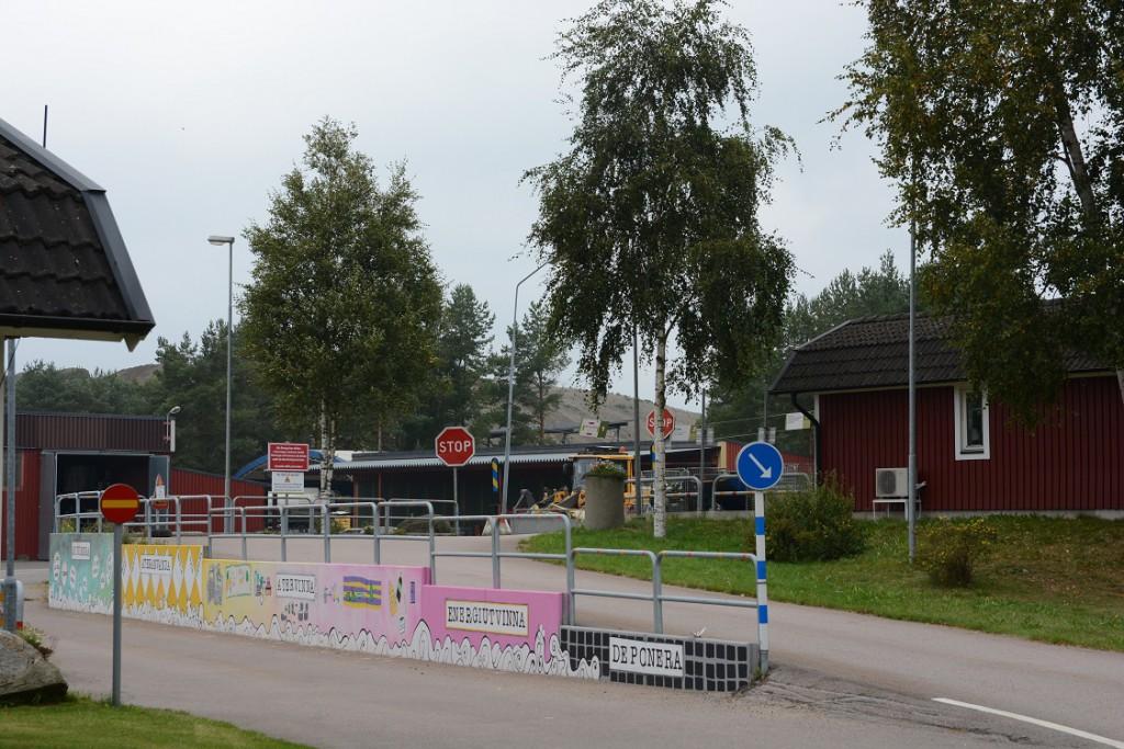 En liten mängd förorenade massor från Trafikverket spårbyte på Skånebanan har vägts in hos Hässleholm Miljö i Vankiva, men uppgifterna om föroreningshalter och mängder ger många frågetecken. Foto: Berit Önell
