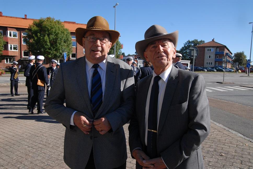 Leif Henningsson, till vänster, och Evert Storm fortsätter samla in namn för paviljongens och parkens bevarande. Foto: Urban önell