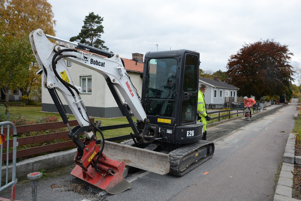 Det grävs nu för fiber på kommunens pilotprojekt i Röinge.