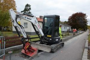 Många hoppas på att deras område står i tur för fiber. Bilden är från kommunens pilotprojekt i Röinge. Foto: Berit Önell