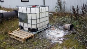 Kemikalier förvarades inte på ett säkert sätt när miljöinspektörerna besökte företaget i höstas.
