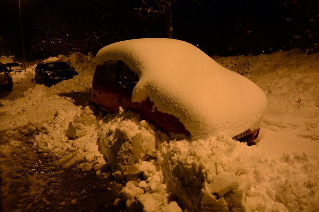 Snön överraskade många i helgen. I Tyringe glömdes flera gator bort av kommunens snöröjare. Foto: Urban Önell