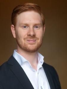 Juristen Viktor Robertson är kritisk till hur Officersparken såldes till Jacob Karlsson.