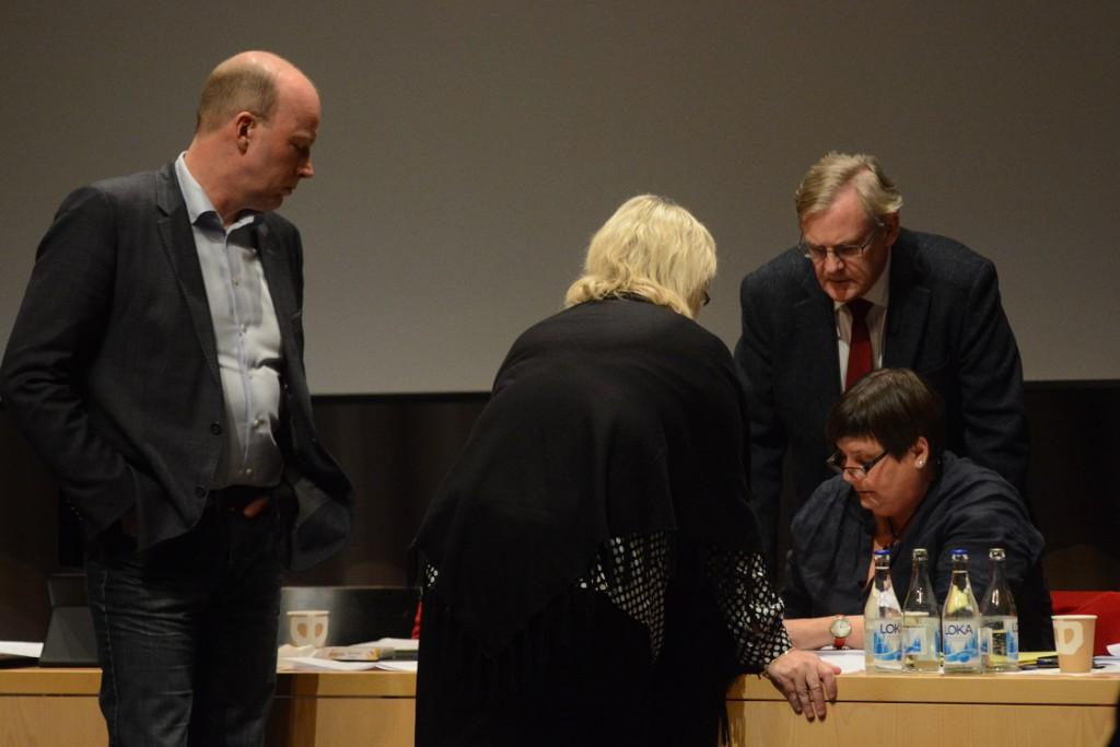 Kommunfullmäktige ajournerades för att diskutera ett eventuellt tillägg om protokollsanteckningar i den nya arbetsordningen för fullmäktige. Foto: Urban Önell