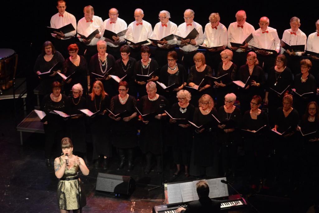 Solisten Sofia Albihn stod för lite svängigare tongångar. Foto: Urban Önell