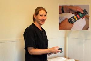 Susanne Svensson, undersköterska på Solgården, konstaterar att det är mycket som inte fungerar utan el, exempelvis höj- och sänkbara sängar. Foto: Jeanette Thelander