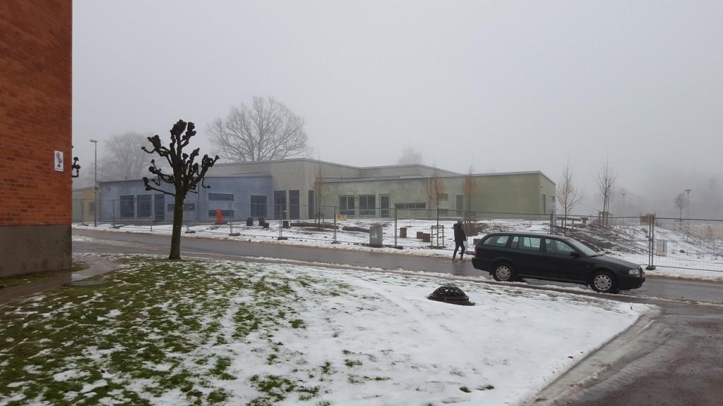 Den nya förskolan Haga i Bjärnum får inte öppna förrän det är klarlagt att de massor som använts inte innehåller farliga föroreningar.
