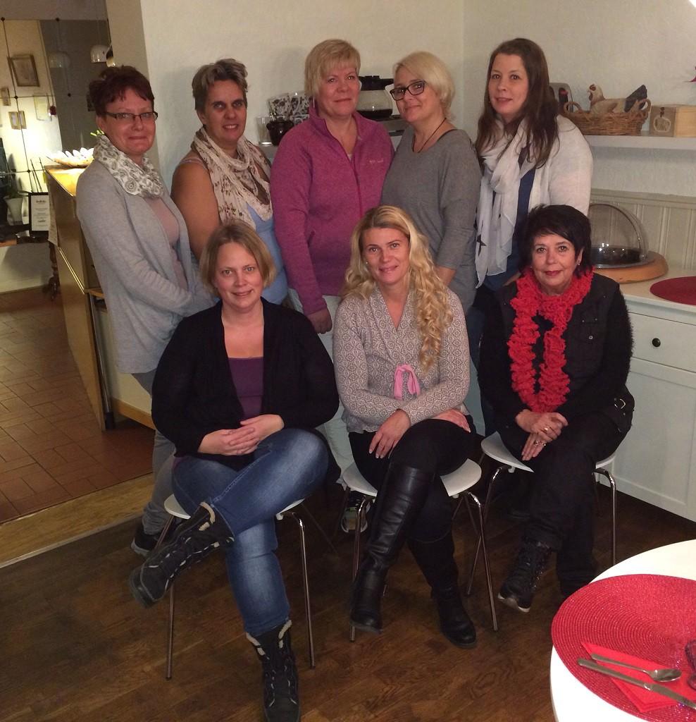 Hemlösa i Hässleholm bjuder hemlösa på middag på onsdag kväll, på bilden en del av de engagerade i gruppen.