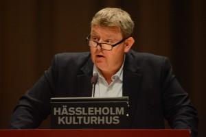 Fullmäktigeledamoten och advokaten Lars Johnsson (M) funderar på om köpeavtalet med Jakob Karlsson kan sägas upp om paviljongen inte går att flytta utan att den blir förstörd. Foto: urban Önell
