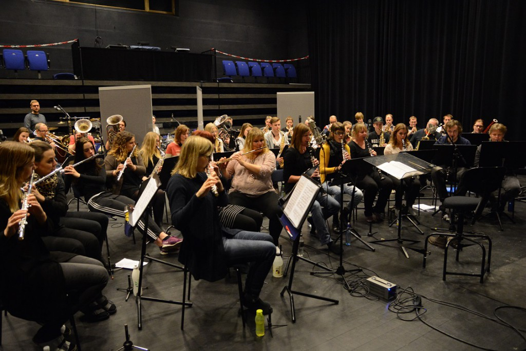 De cirka 50 orkestermedlemmarna ser fram emot sommarens USA-turné med Frank Ådahl och skivsläpp.