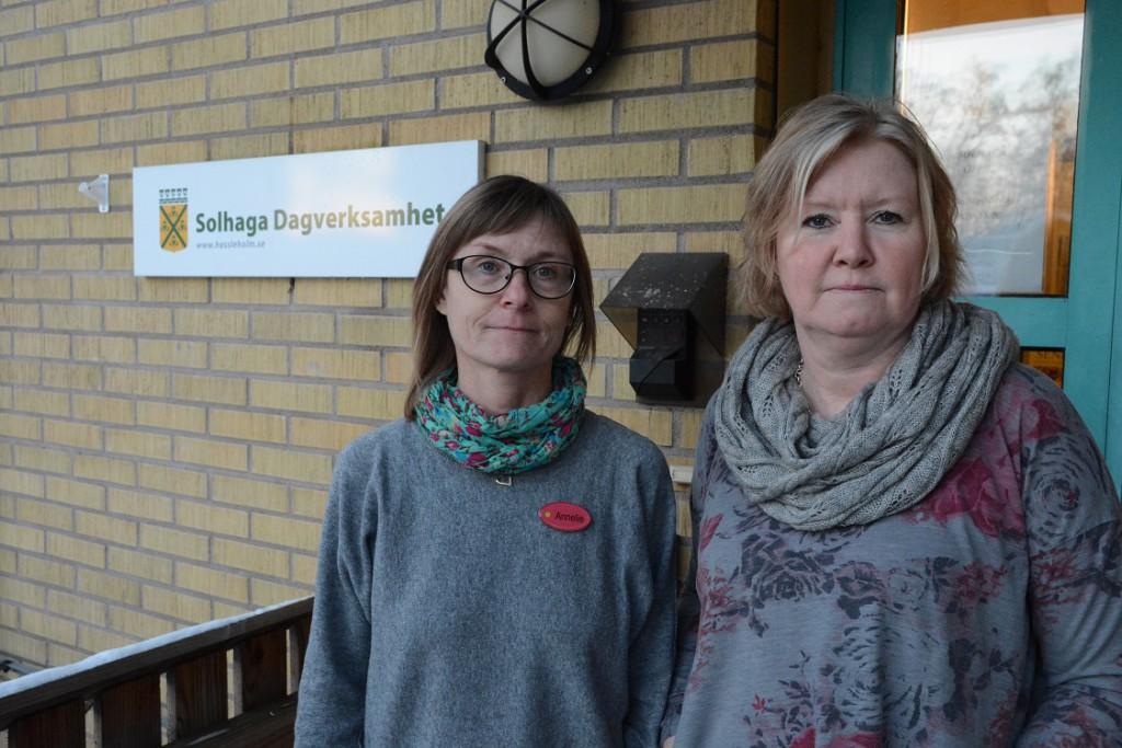 Annelie Thurn, till vänster, och Brita Nilsson är förvånade över förslaget att avveckla Solhaga dagverksamhet i Hässleholm. Foto: Berit Önell