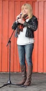 Sara Lund använde humorn i sitt föredrag om könsroller, identitet, trakasserier. makt med mera.