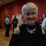 Arrangören Birgitta Lowén är nöjd med att kunna överlämna nära 56 000 kronor till föreningen Hemlös i Hässleholm.