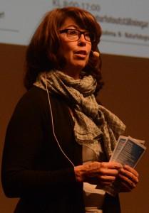 Projektledaren Anita Campbell hälsade välkommen till en mer internationell naturfotofestival. Foto: Berit Önell