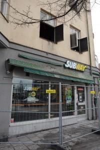 Branden startade ovanför smörgåsbutiken Subway som fick stora skador. Foto: Berit Önell