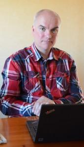Snart slipper Henrik titta på tv i datorn. På onsdag får familjen tv igen genom pilotprojektet i Vankiva.