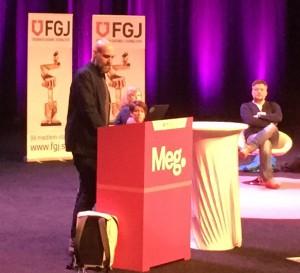 Joachim Dyfvermark från Uppdrag Granskning var en av journalisterna som berättade om arbetet med Panamadokumenten. Till höger i bakgrunden sitter den isländske journalisten Johannes Kristiansson. Foto: Berit Önell
