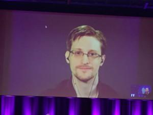 Edward Snowden gav journalisterna på Gräv i Göteborg tips om verktyg för att skydda känslig information. han medverkade via länk från Ryssland. Foto: Berit Önell