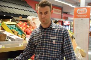 """Mattias Andersen, butikschef på Ica Matlusten, är """"hyfsat nöjd"""" med kommunens nya trafikbeslut, men förstår inte varför det varit så svårt att få information från kommunen. Foto: Berit Önell"""