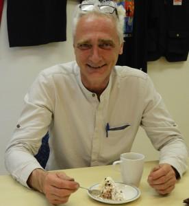 Henrik Hedman hade anledning att fira efter beskedet att han får behålla jobbet på Jacobsskolan efter att arbetsgivaren dragit tillbaka både avstängning och varsel om uppsägning. Foto: Berit Önell