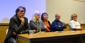 Nils Hanson, tvåa från höger, från Uppdrag granskning försvarade pressfriheten i Hässleholm på lördagen tillsammans med, från vänster, Tommy Paremo, Burlövs Nyheter, Susanne Ravani, Nättidningen Fyren, Berit Önell, Frilagt, och Marianne Rönnberg Galmor, Bjuvsnytt. Foto: Urban Önell