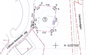 Avstyckningen av fastigheten där femvåningshuset ska byggas har gjorts så att gränsen skär rätt igenom paviljongen.