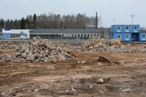 Nu kräver miljönämnnden att även marken under arbetsbodarna saneras på gamla Kaabs tomt. Det tidigare förslaget var att vänta tills efter att bilhallen byggts. och Foto: Berit Önell