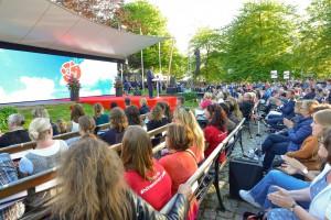 Almedalen är Sveriges största mötesplats för samhällsdebatt, bilden från Stefan Löfvéns tal 2015. Foto: Marcus Johnson, Leanderfotograf
