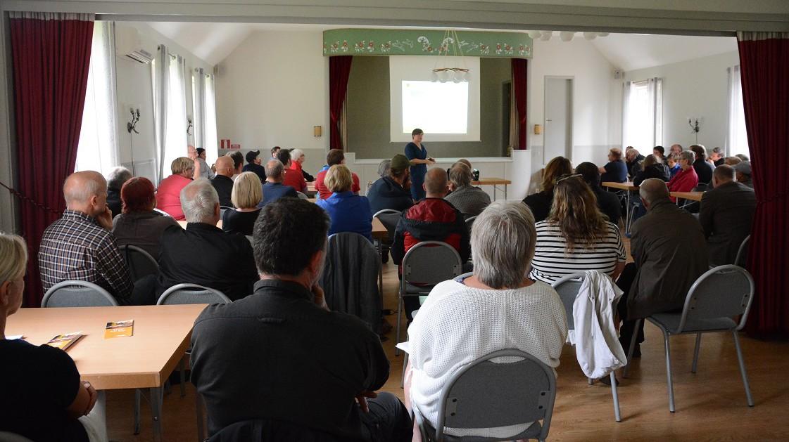 Många Hörjabor kom till kommunens informationsmöte om fiberutbyggnaden.